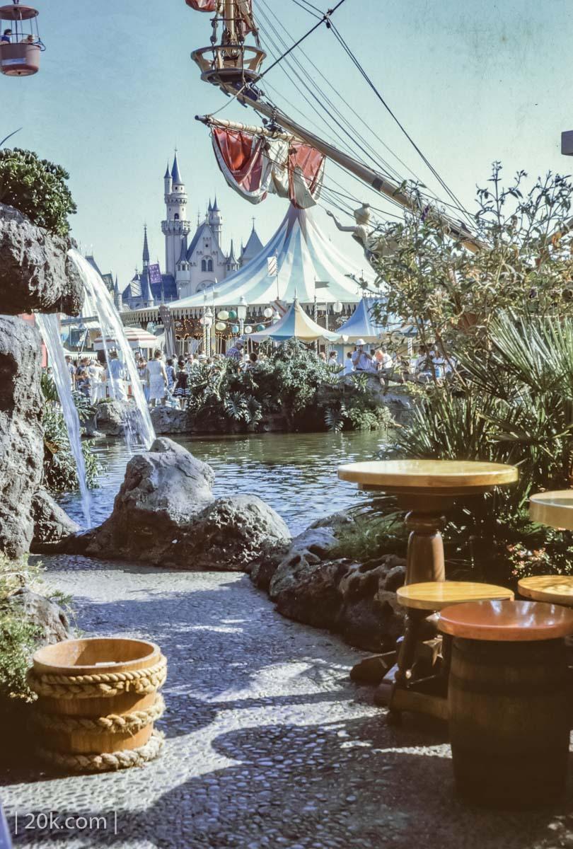 20k-1963-Anaheim-California-Disneyland-1