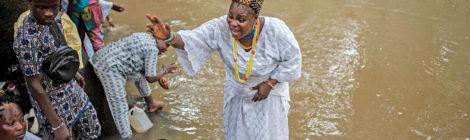 مهرجان اليوربا يحتفل بإلهة  الخصوبة والمياه في نيجيريا