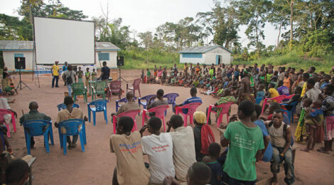 Roving Cinema plays in Central Africa