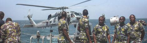 البحرية الكينية  تقدم مساعدات  طبية  إلىموزمبيق