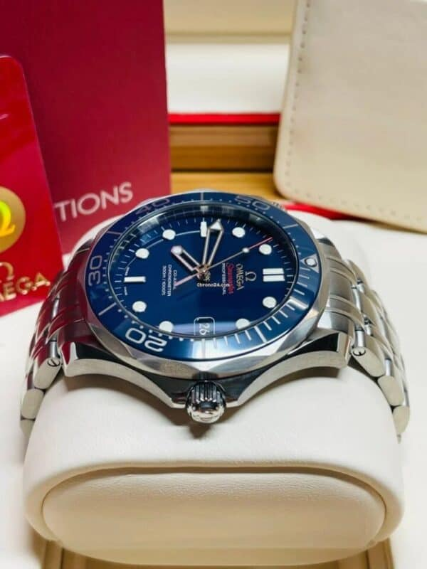Omega Seamaster Diver Side 2