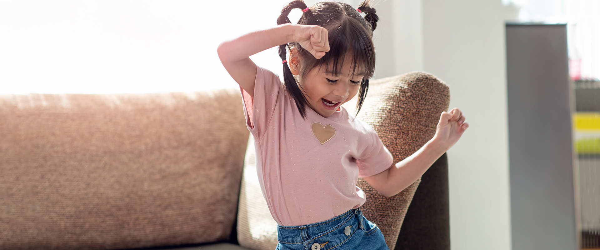 little girl with scoliosis who is a patient of Dr. Krishn Sharma at Brain and Spine Surgeons of New York scoliosis program