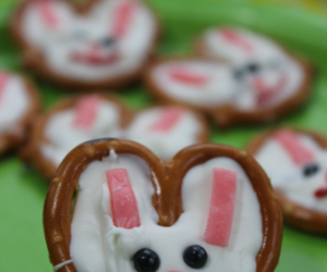 Easter Bunny Pretzel Faces