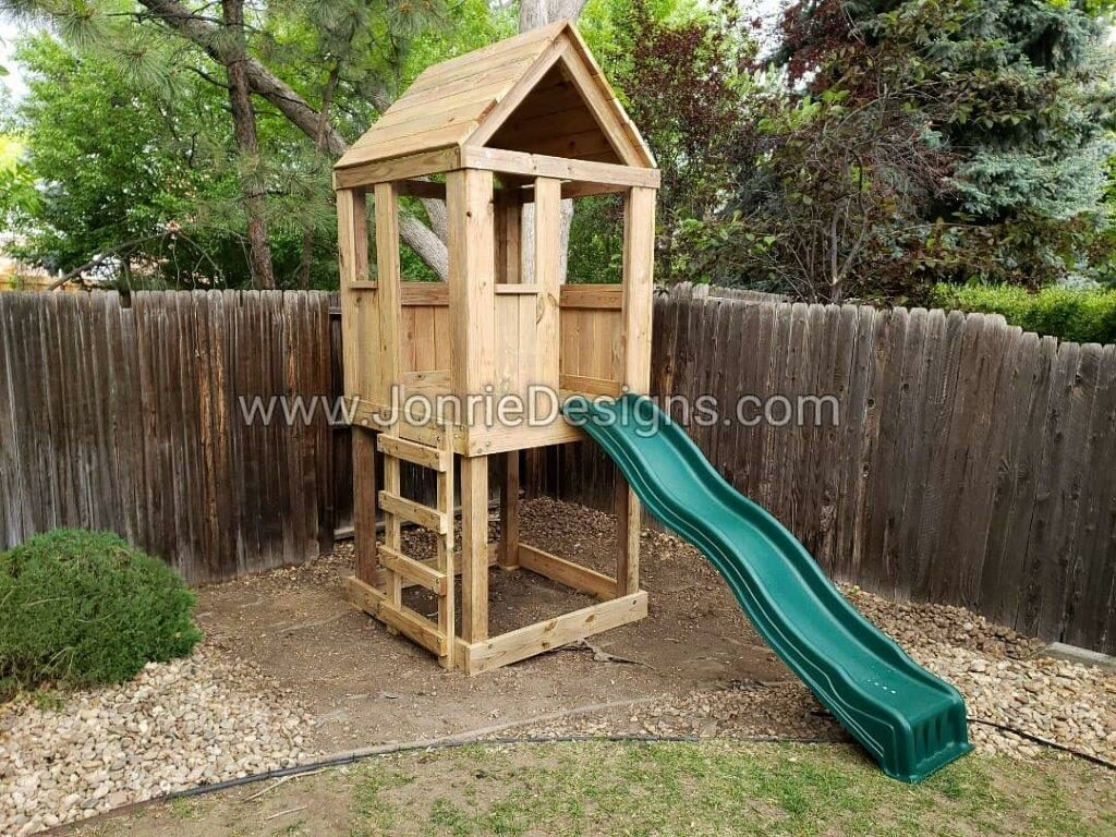 4'x4' Clubhouse with wooden roof, 4' Deck height, Ladder entry & 4' Standard slide