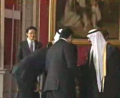obama-bows-to-saudi-king-5-a