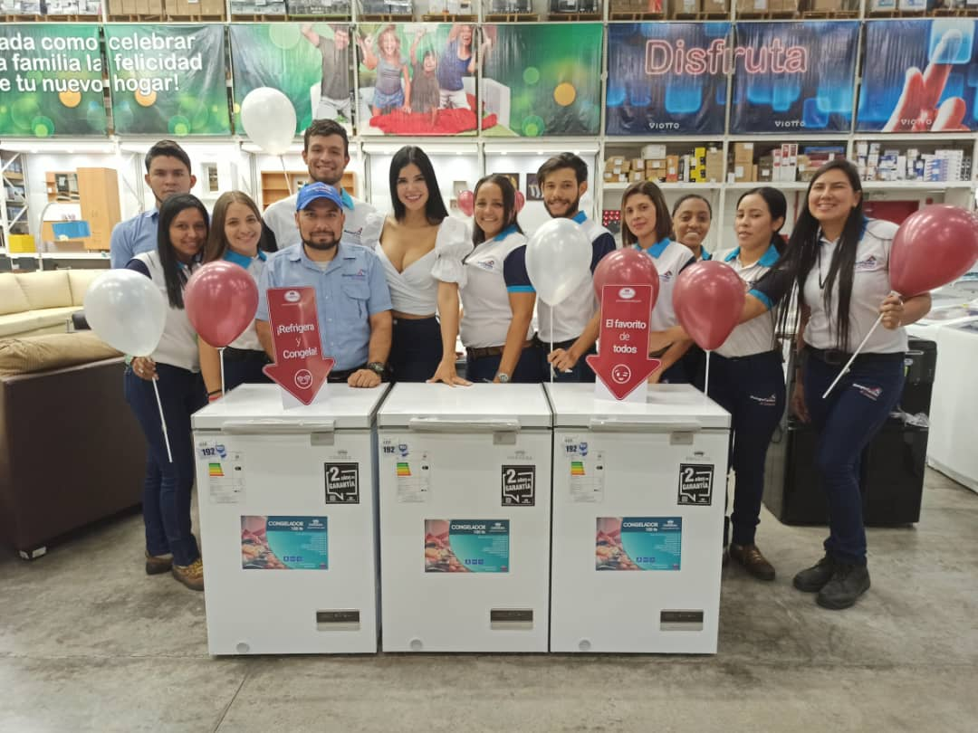 la_ruta_condesa_en_mango_center_araure_con_Stephany_González_@stephanygonzalezs_congeladores_100_litros