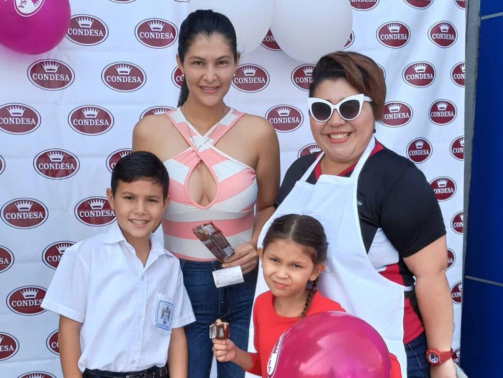 Ruta Condesa en Mango Center Barinas con Elvira Chacón y familia ganadora en mágica radio FM