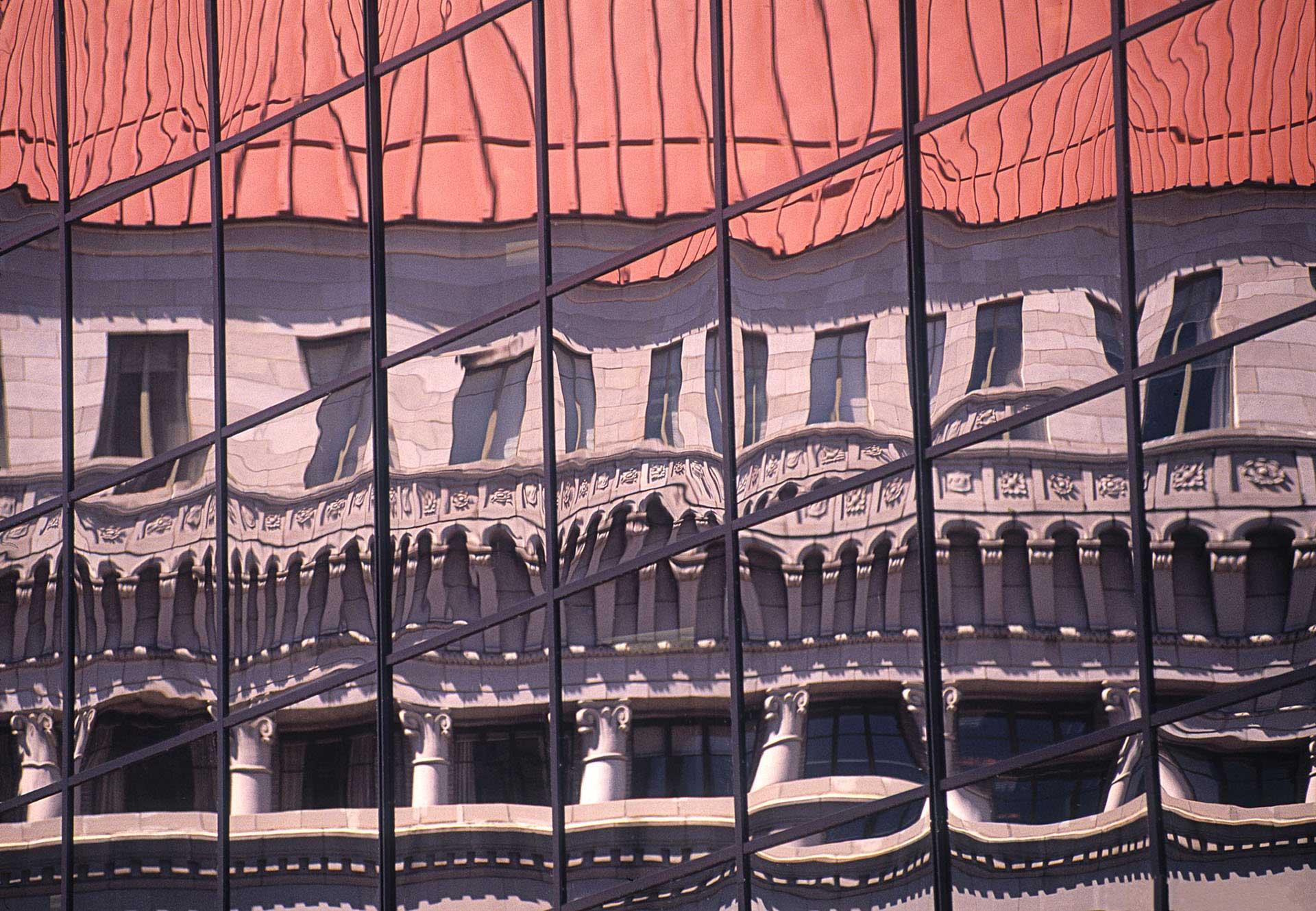 architecture-exterior-building-reflection_w