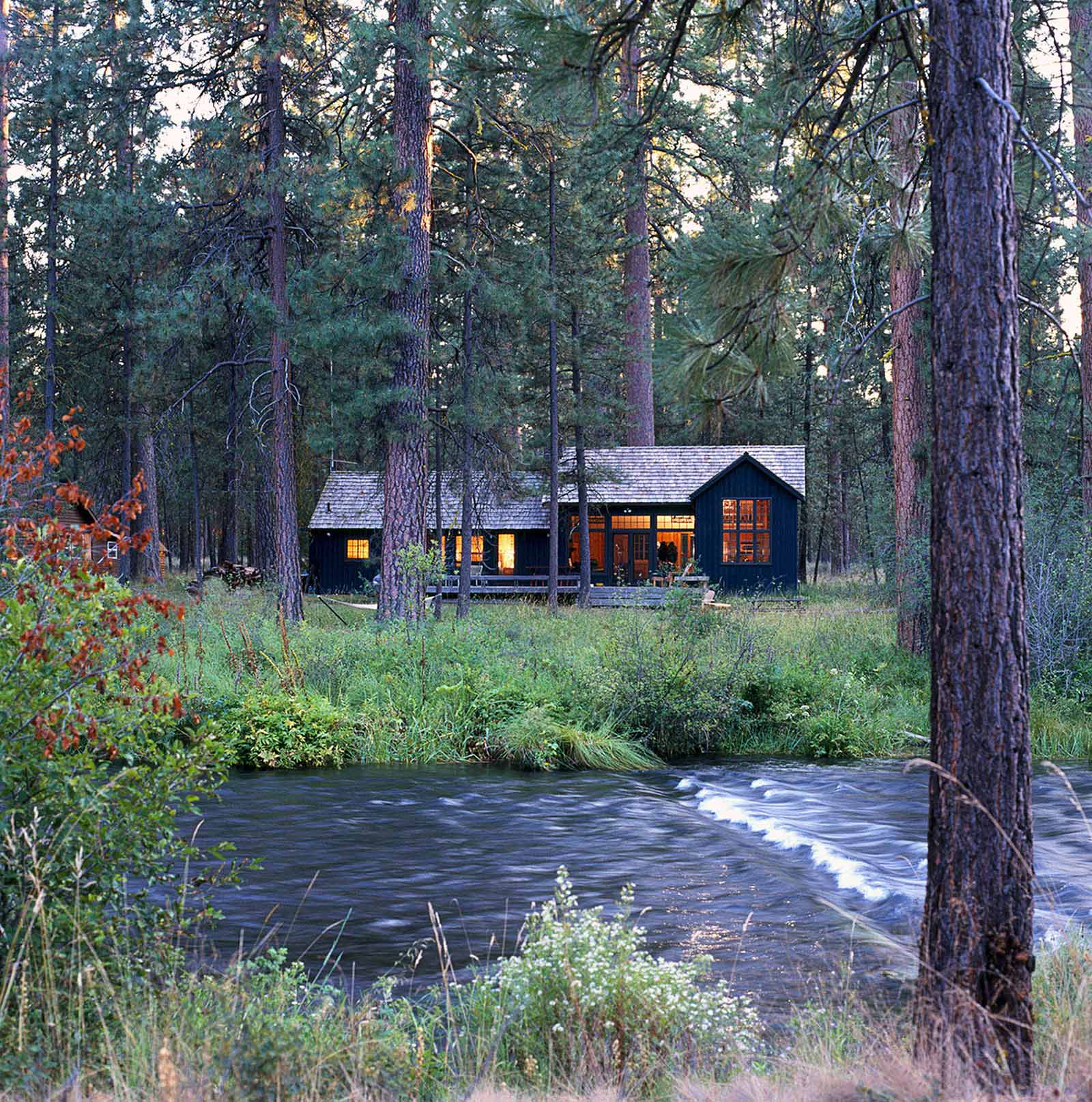 architecture-exterior-cabin-river-forest_w