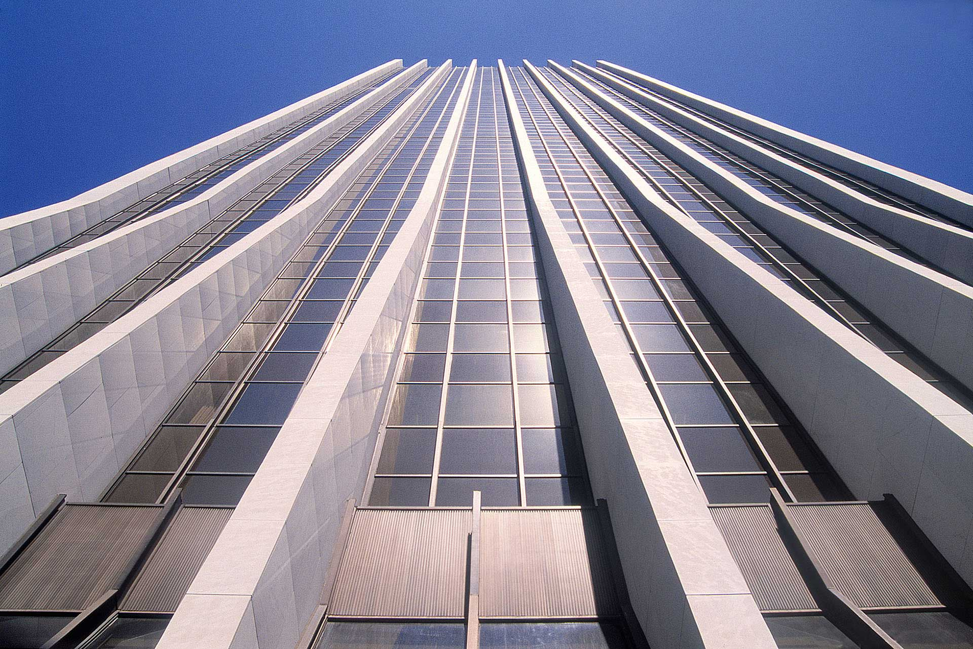architecture-exterior-portland-oregon-wells-fargo-building_w