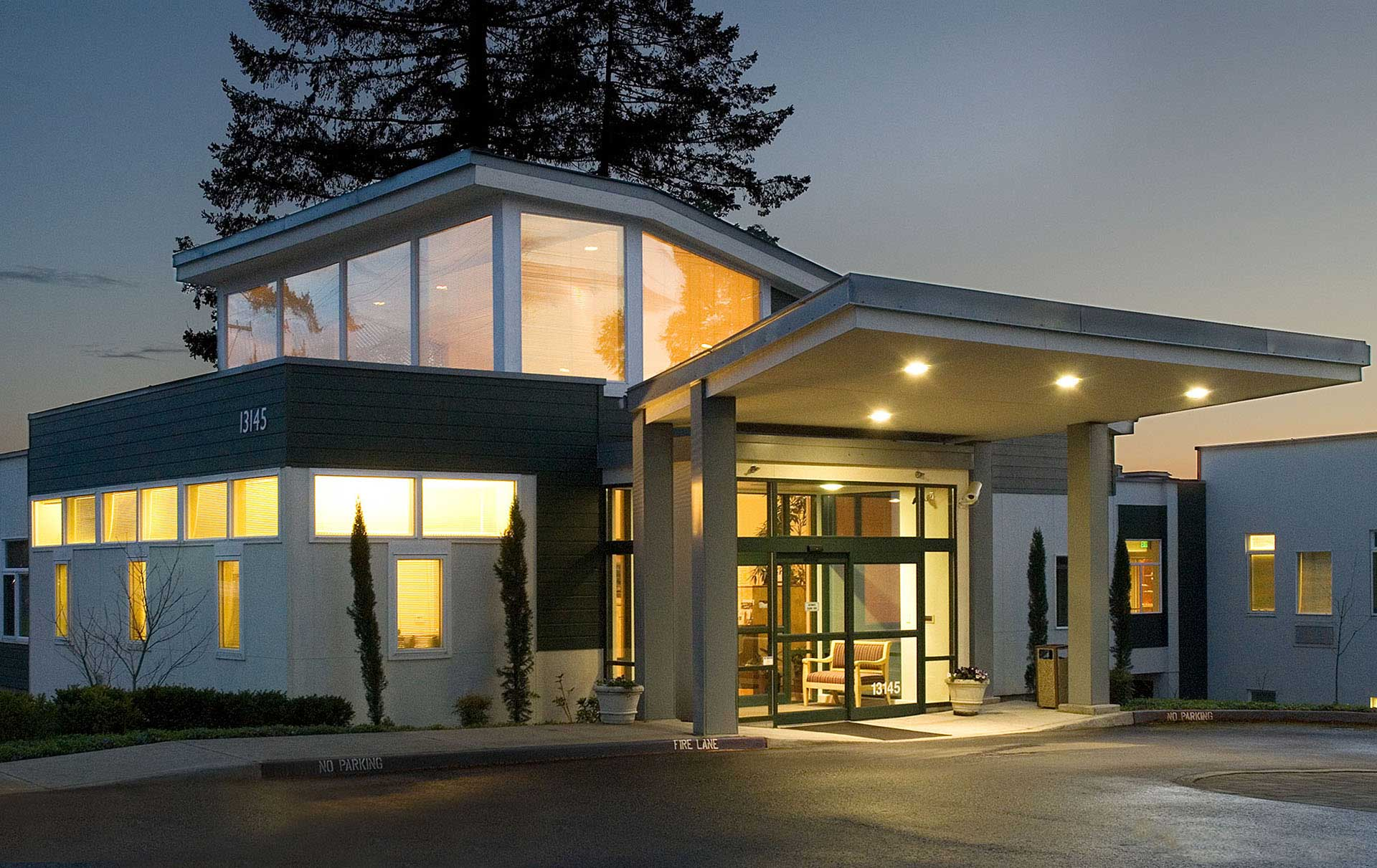 architecture-exterior-willamette-view-health-center_w