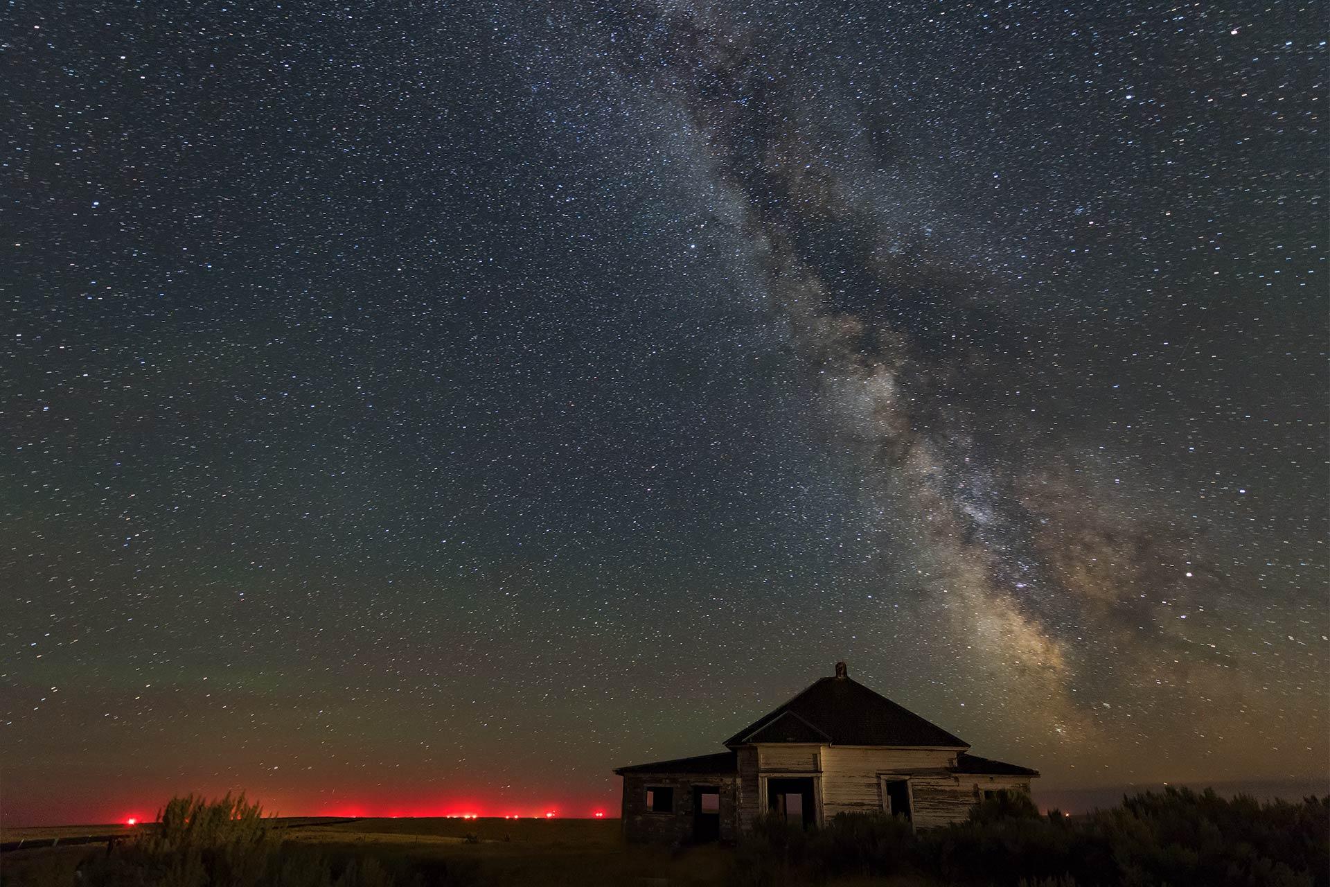 milky-way-night-sky-photography-condon-haunted-house-oregon