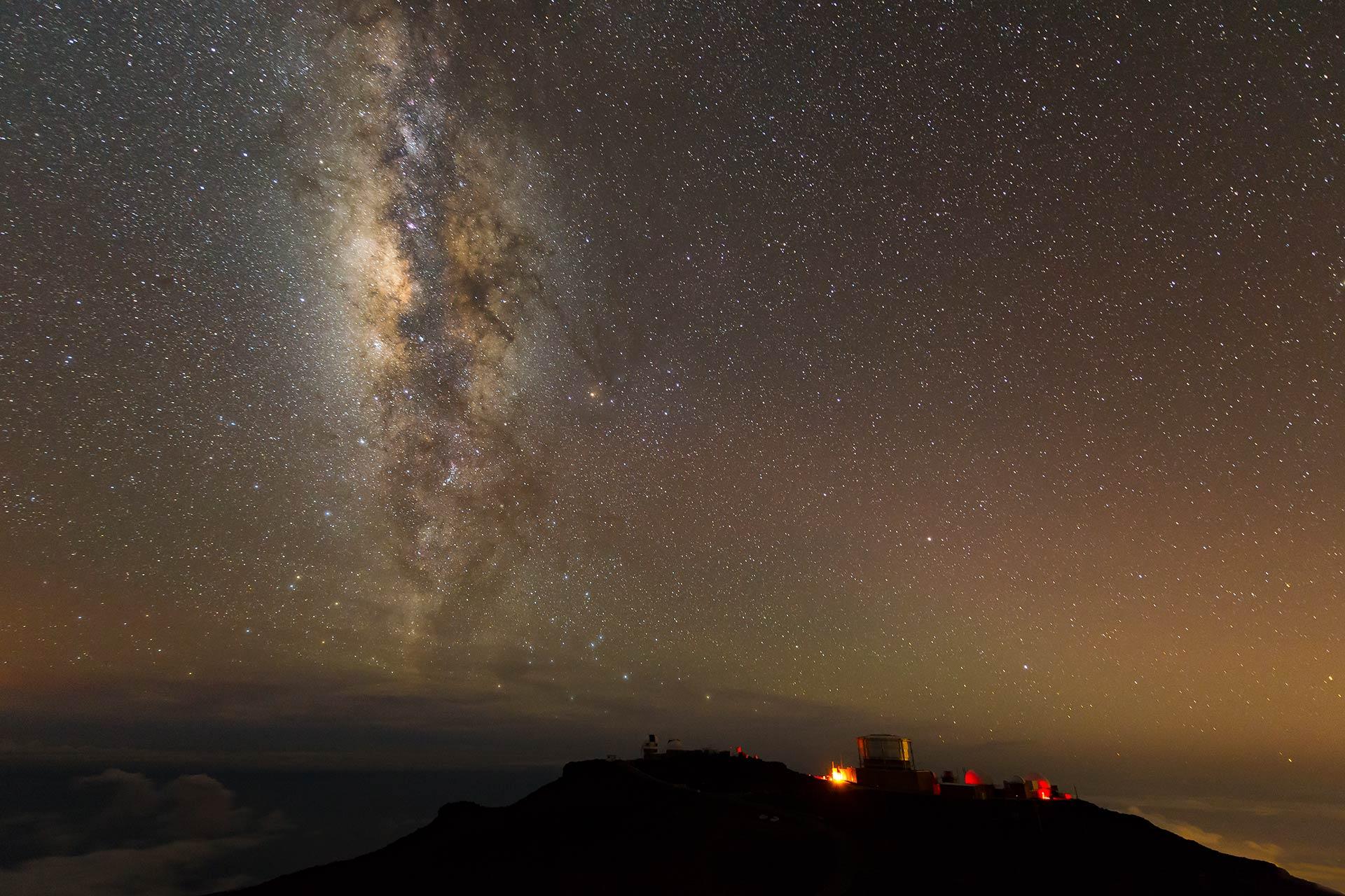milky-way-night-sky-photography-maui-observatory