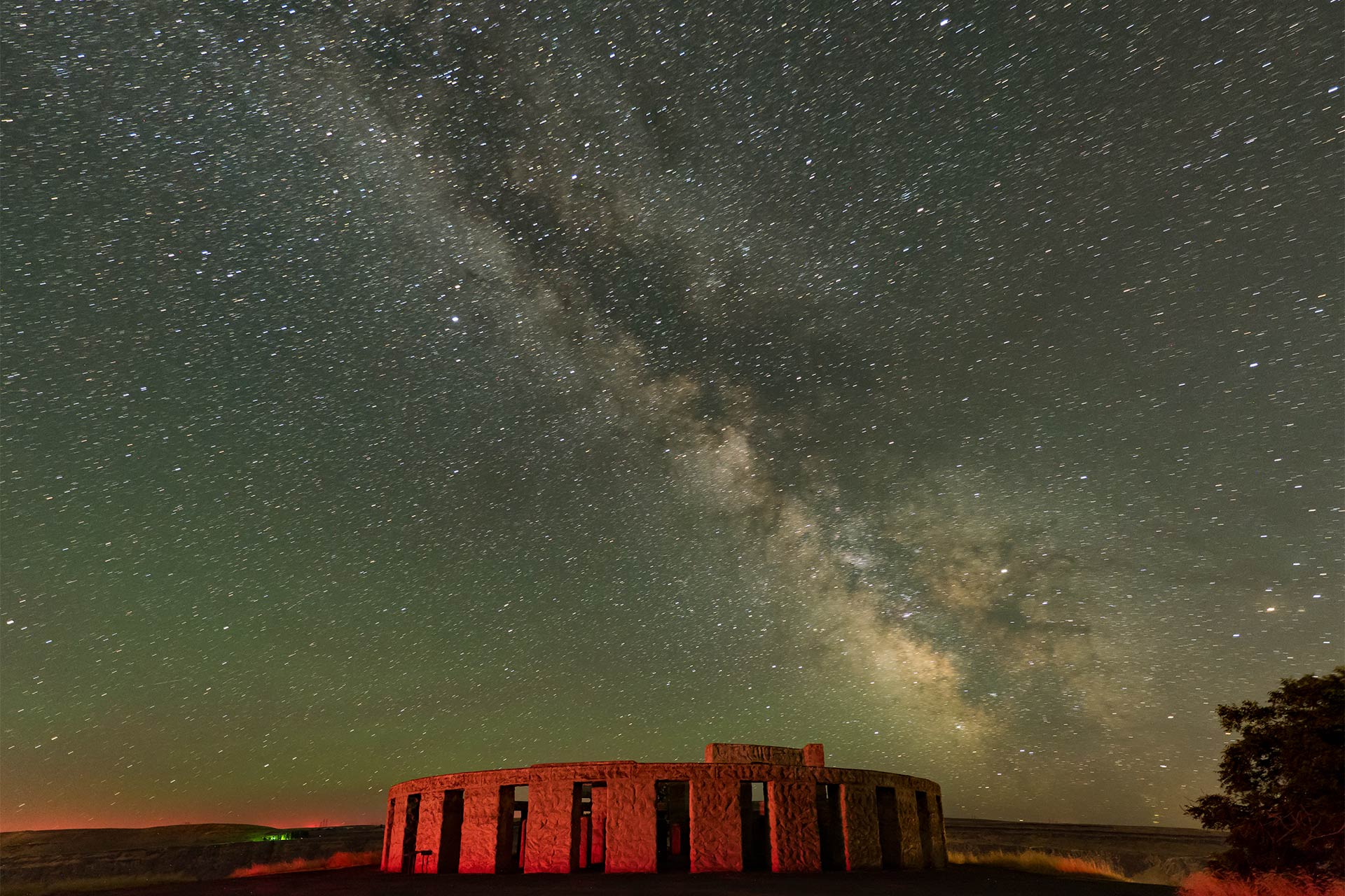 milky-way-night-sky-photography-stone-henge-washington