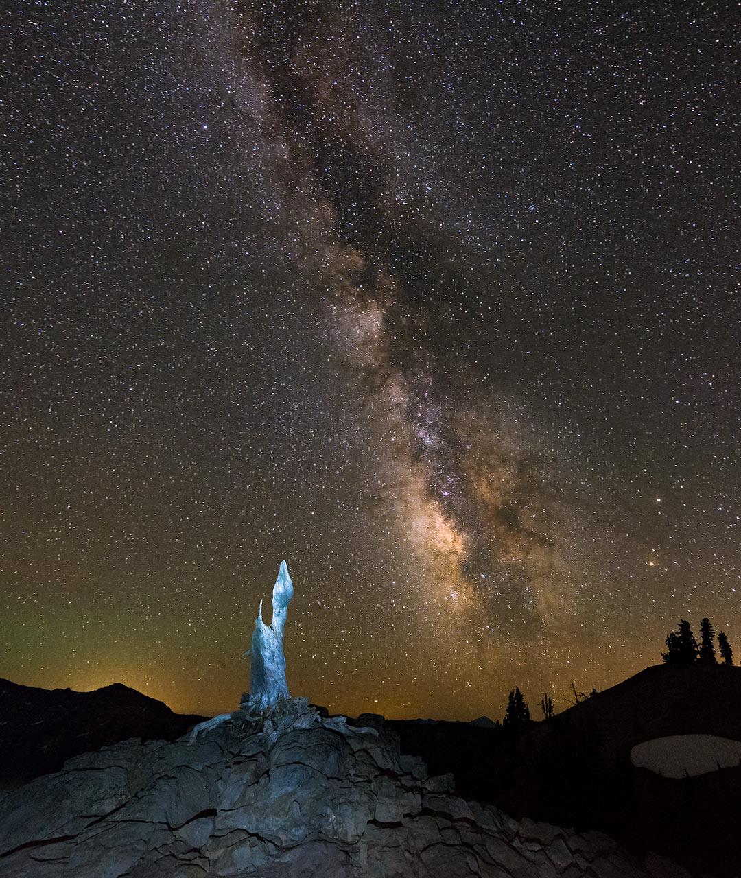 night-sky-photography-Crater-Lake-Milky-Way-blue-snag