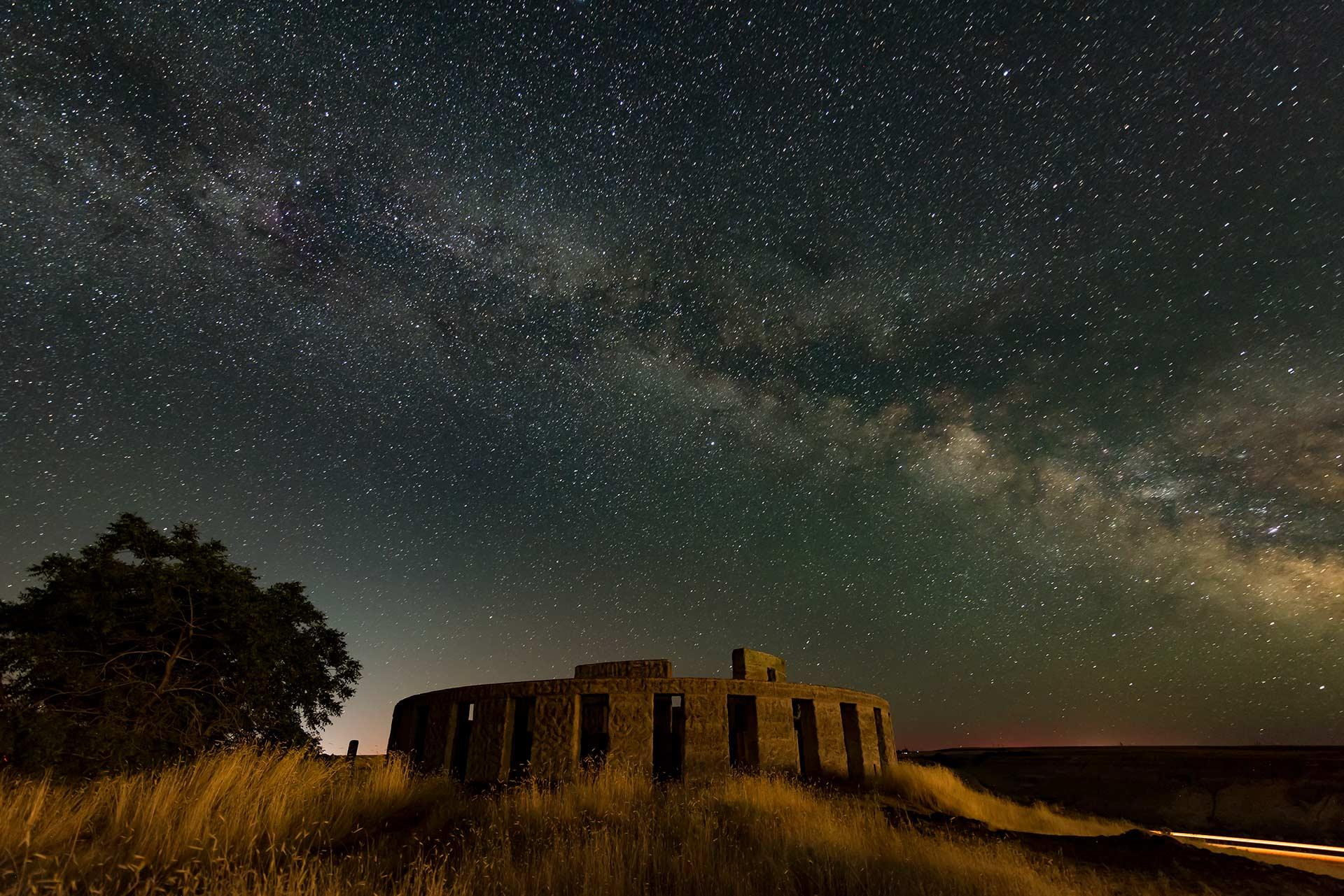 night-sky-photography-Milky_Way_Stone_Henge_Washington