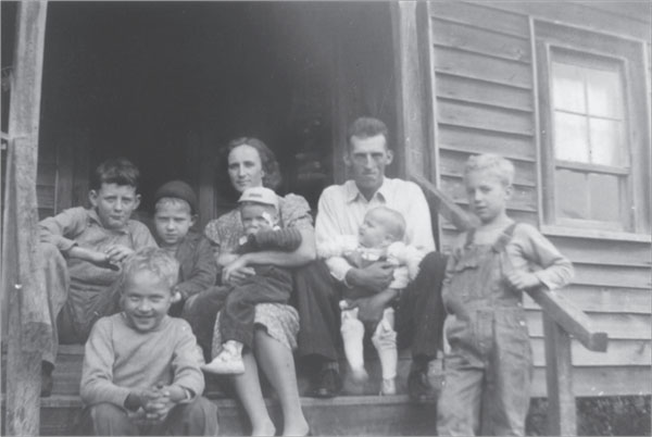 Front: John, Jim; Second Row: Jow, with bandage over cut from lard tin lid; Third Row: Ken, Bill, Annie, Lane, on steps of Rufus Idol home, summer 1941.