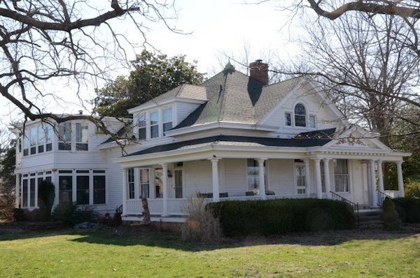 This house, in Rogers, Arkansas, is a close cousin of the old Boleman home place in Townville SC.