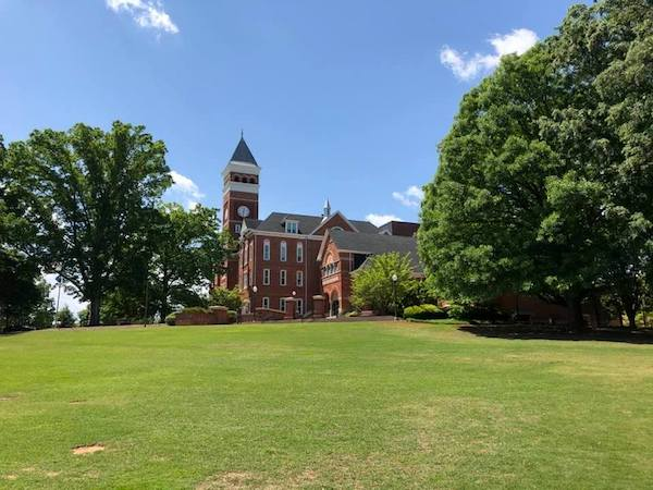 The all but deserted campus of Clemson University. (Photo: E. B-Hering.)