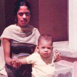 Shyamala Gopalan with her daughter, Kamala Harris.