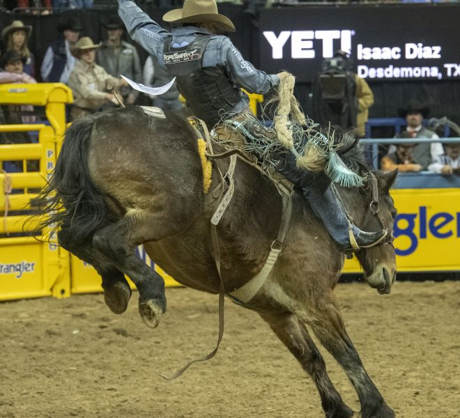 a R10 NFR18 Isaac Diaz SB Maple Leaf Frontier Rodeo Andersen R0C_9870