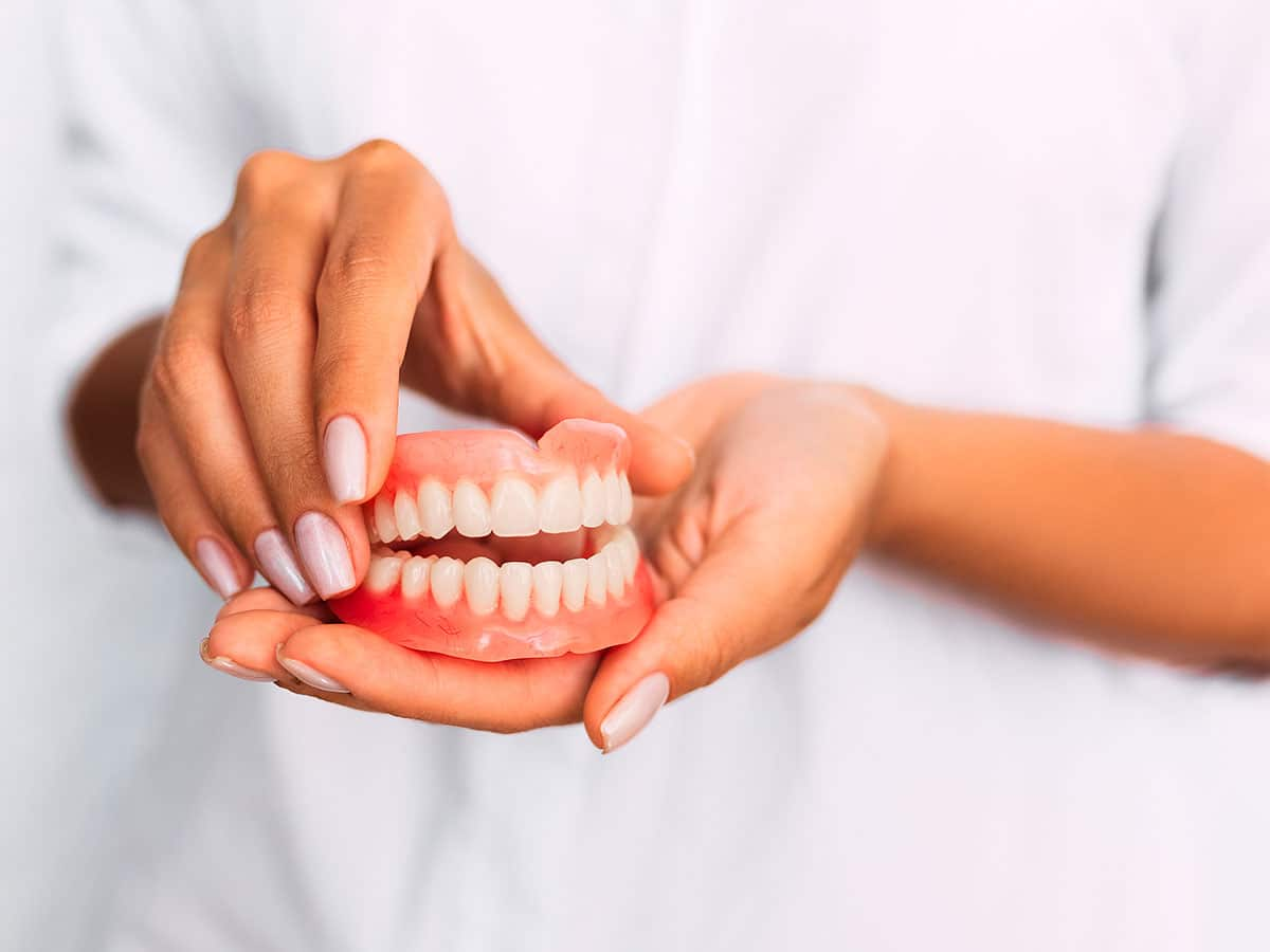 Bethpage Dentists On Dentures And Dental Implants