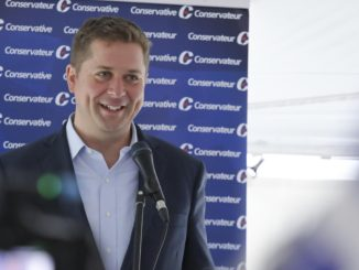 Andrew Scheer speaks to supporters in Quebec.
