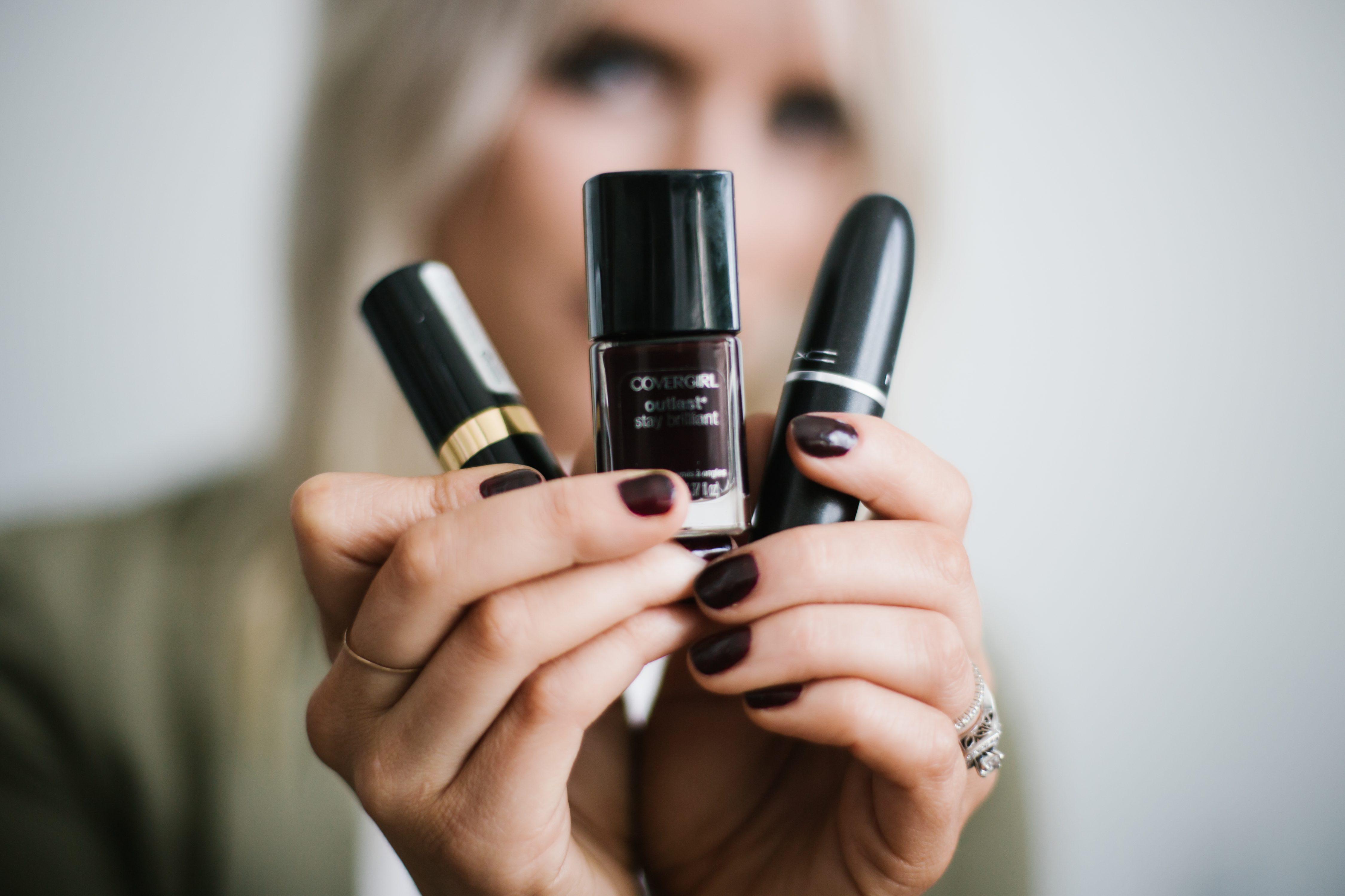 Ombre Bitten Lip oxblood burgundy dark lips platinum blonde beauty how-to tutorial fall autumn 2016 // Charleston Fashion Blogger Dannon Like The Yogurt