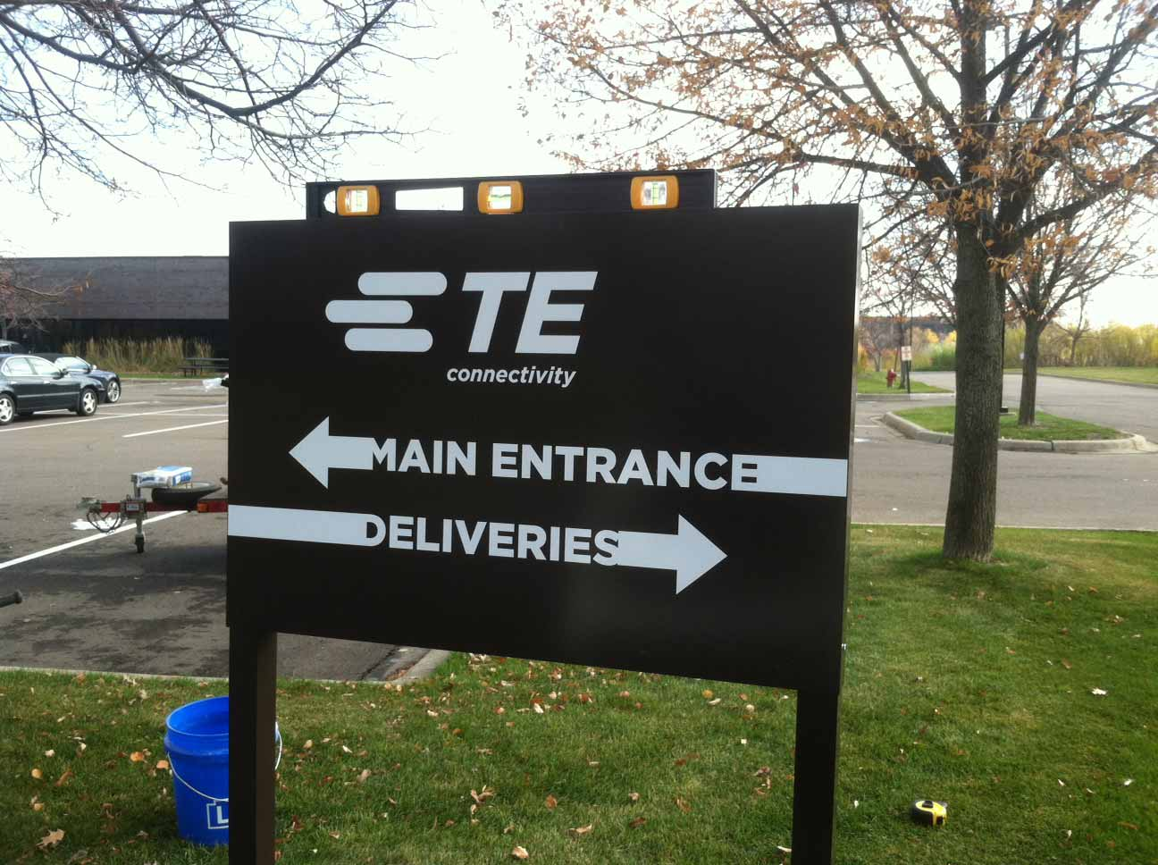 outdoor business sign TE connectivity