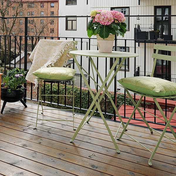 small-balcony-Table