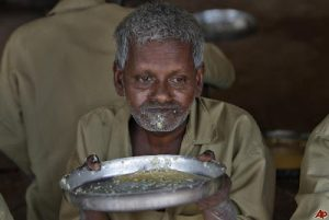 india-beggars-home-2010-8-21-7-40-56