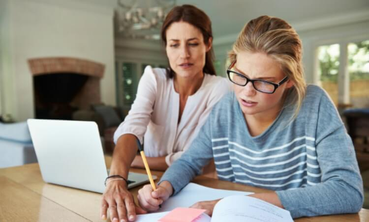 Top Criteria to Choose a Homework Writing Service with Experts on the Staff