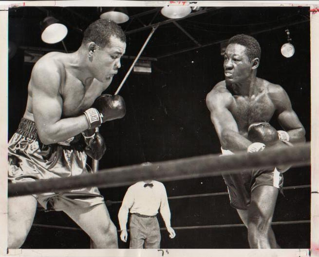 Joe Louis vs. Ezzard Charles on September 27, 1950 in New York (CLICK PHOTO TO VIEW FIGHT CLIP)