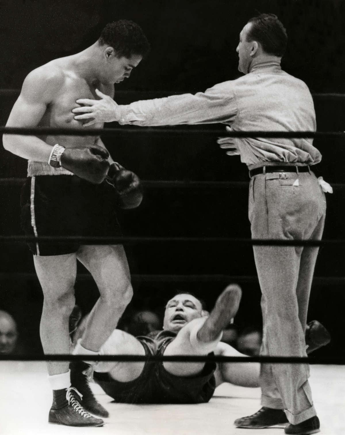 "Joe Louis vs. ""Two-Ton"" Tony Galento in 1939 (CLICK PHOTO TO VIEW FIGHT CLIP)"