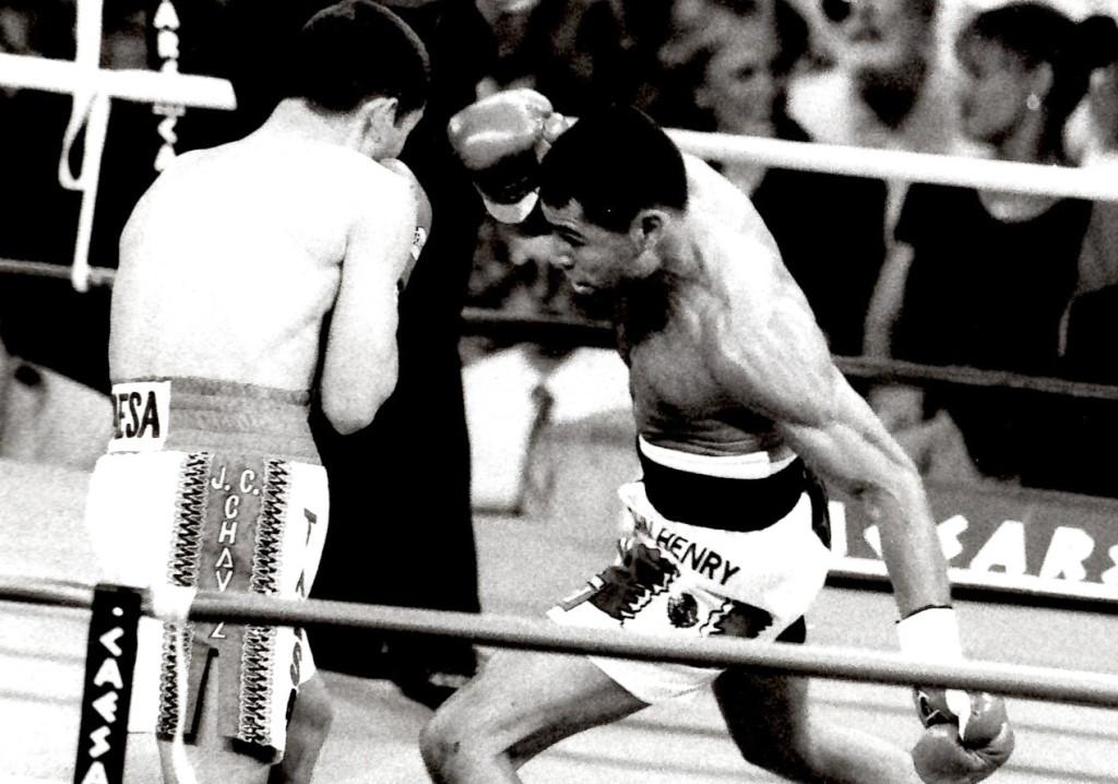 Oscar De la Hoya vs. Julio Cesar Chavez I *