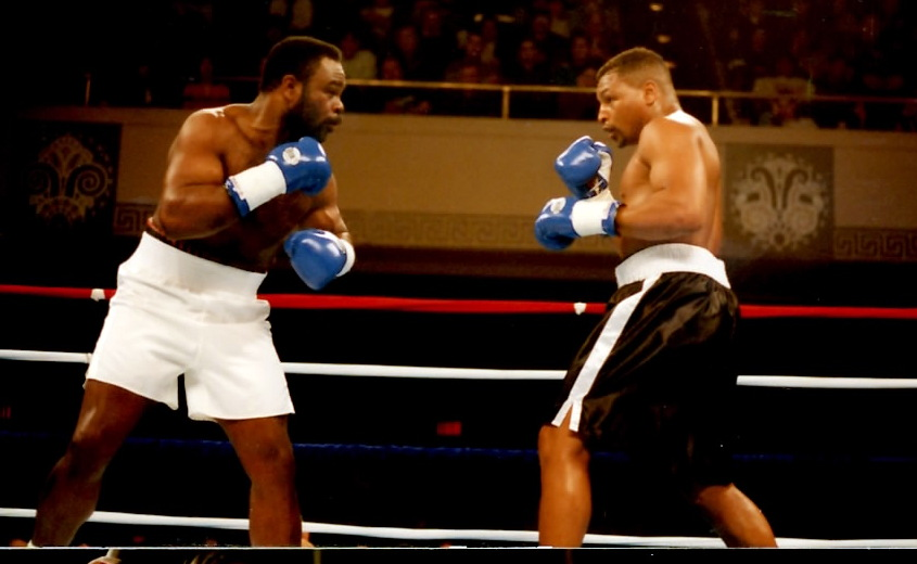"""WBA Cruiserweight Champion Orlin """"The Juice"""" Norris vs. #1 Contender Adolpho Washington successfully defending his title on March 17, 1995 at the Municipal Auditorium in Worcester, MA (PHOTO BY ALEX RINALDI)"""