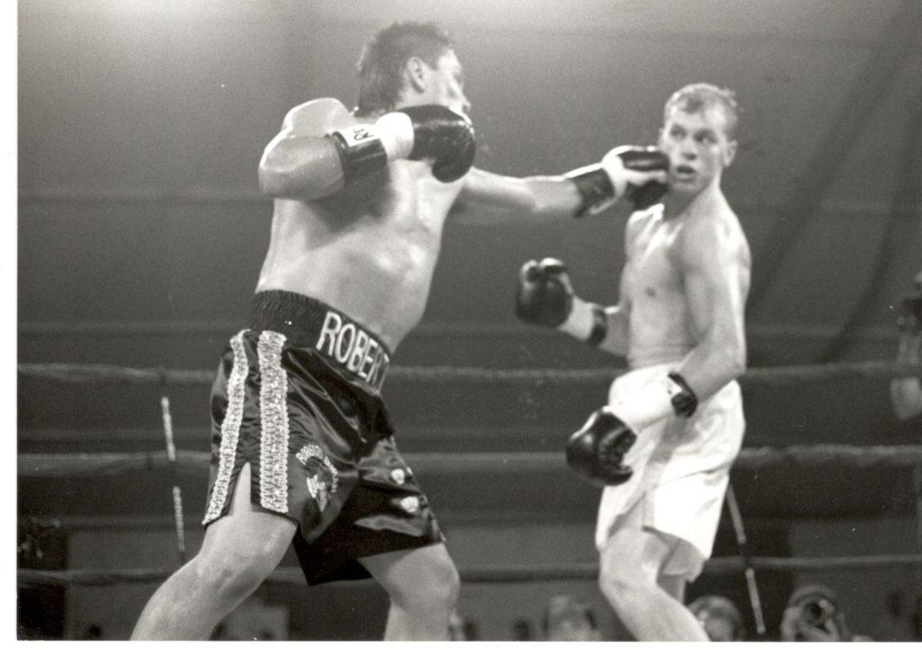 Roberto Duran beats Sean Fitzgerald on August 17, 1993 Casino Magic Arena Bay St. Louis, Mississippi