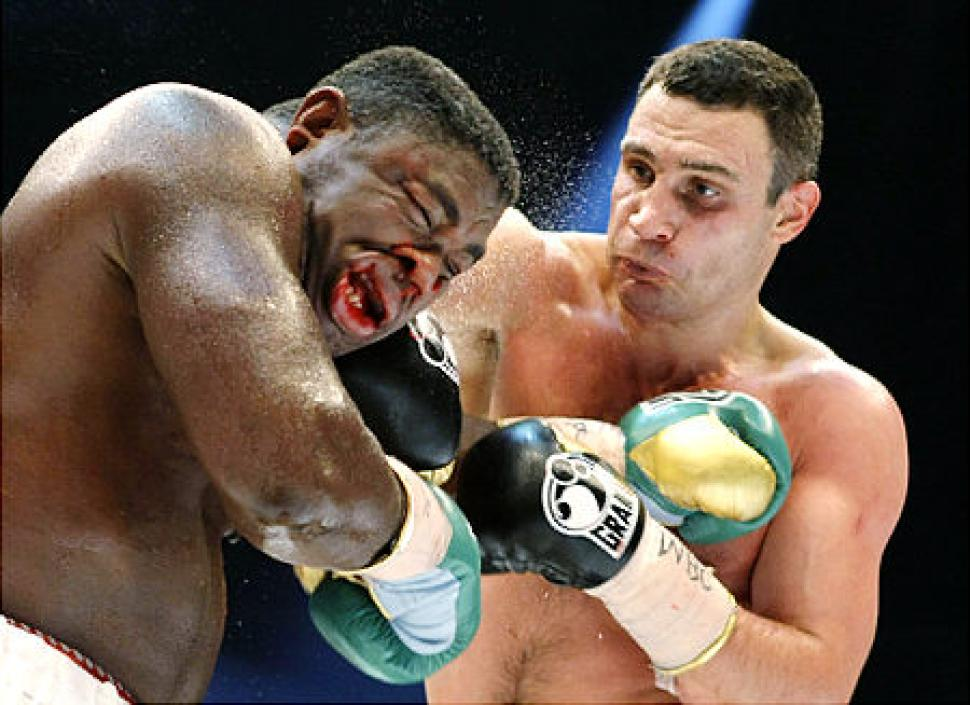 Vitali Klitschko lands a crushing right hand to the head of Samuel Peter.