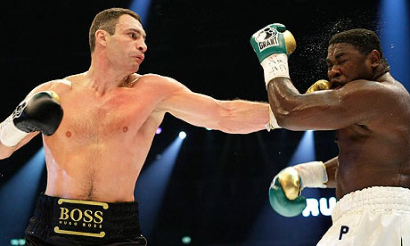 Vitali Klitschko wallops Samuel Peter with a left hand to the face.