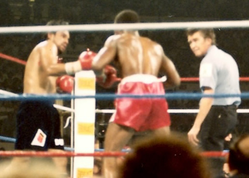 Robert Duran (L) pounding Davey Moore (R) (Photo by Alex Rinaldi)