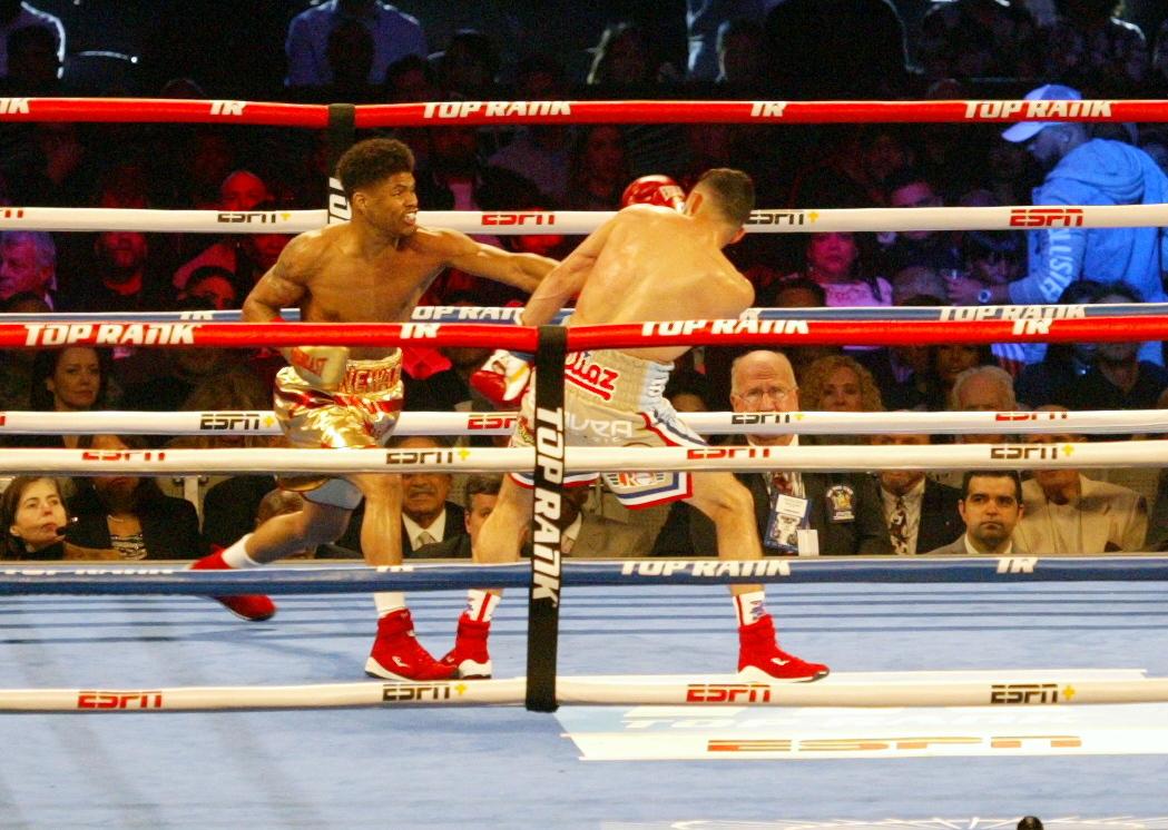 Shakur Stevenson (L) outboxing Christoper Diaz (R).