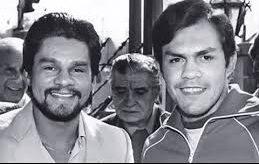 Roberto Duran and Pipinio Cuevas before their 1983 fight.