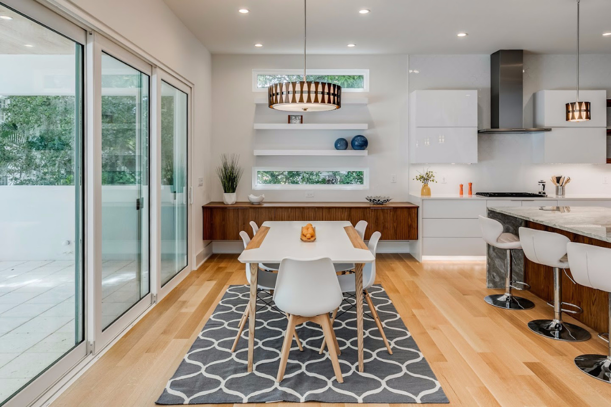 Eat-In-ares-in-Kitchens-are-key-to-flexibility-living-at-2624-N-Dundee-Luxury-Homes