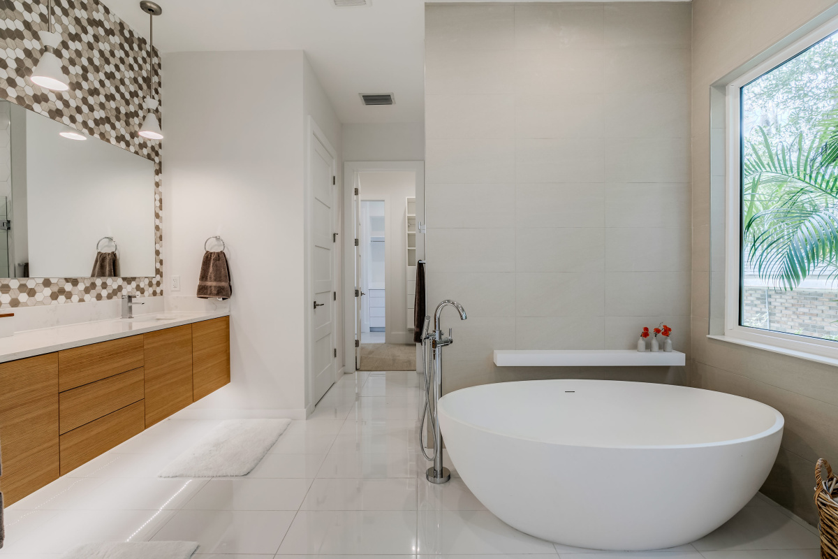 Solid-Vessel-Soaking-Tub-with-Floor-Filler