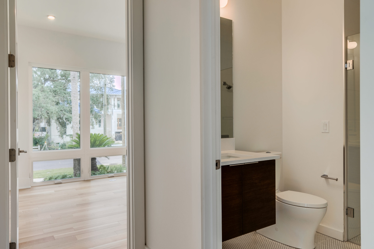 The-Full-Bath-in-the-Downstairs-Guest-Suite-at-2624-N-Dundee-South-Tampa-Cristan-Fadal
