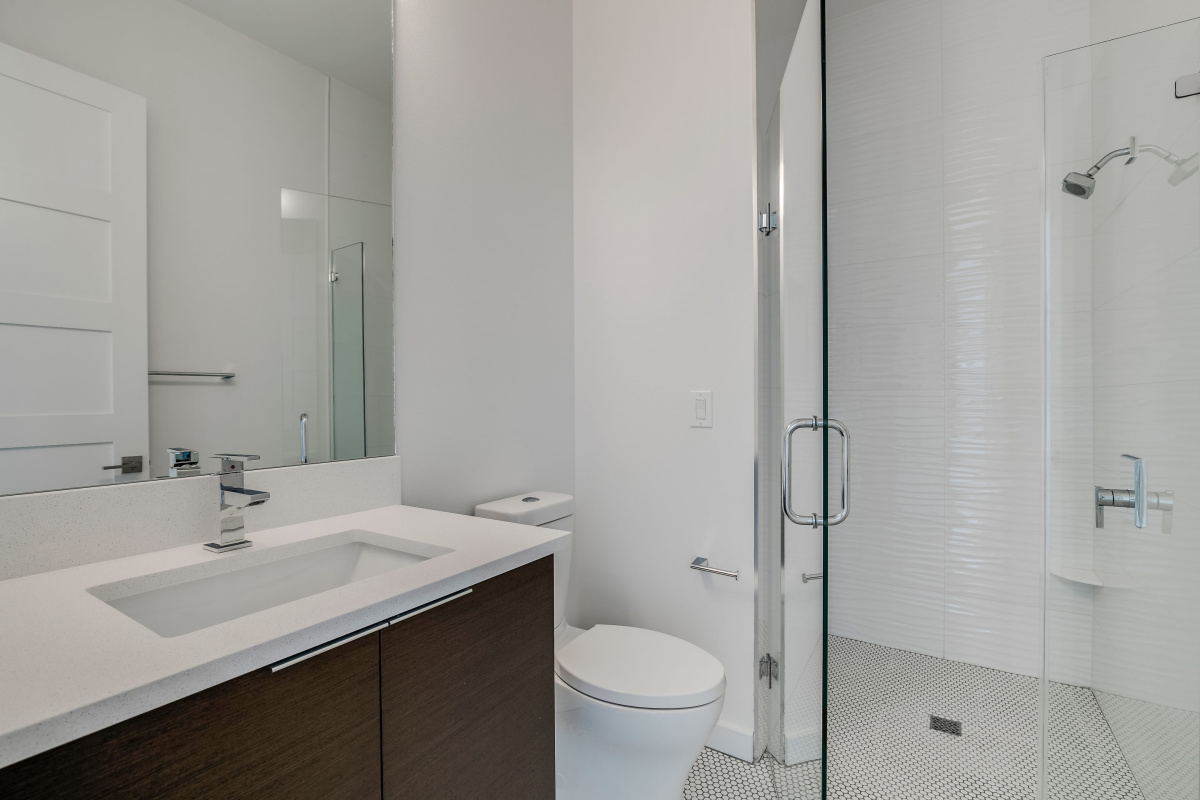 Zero-Entry-Framless-Guest-Shower-at-2624-N-Dundee-Luxury-Bathrooms