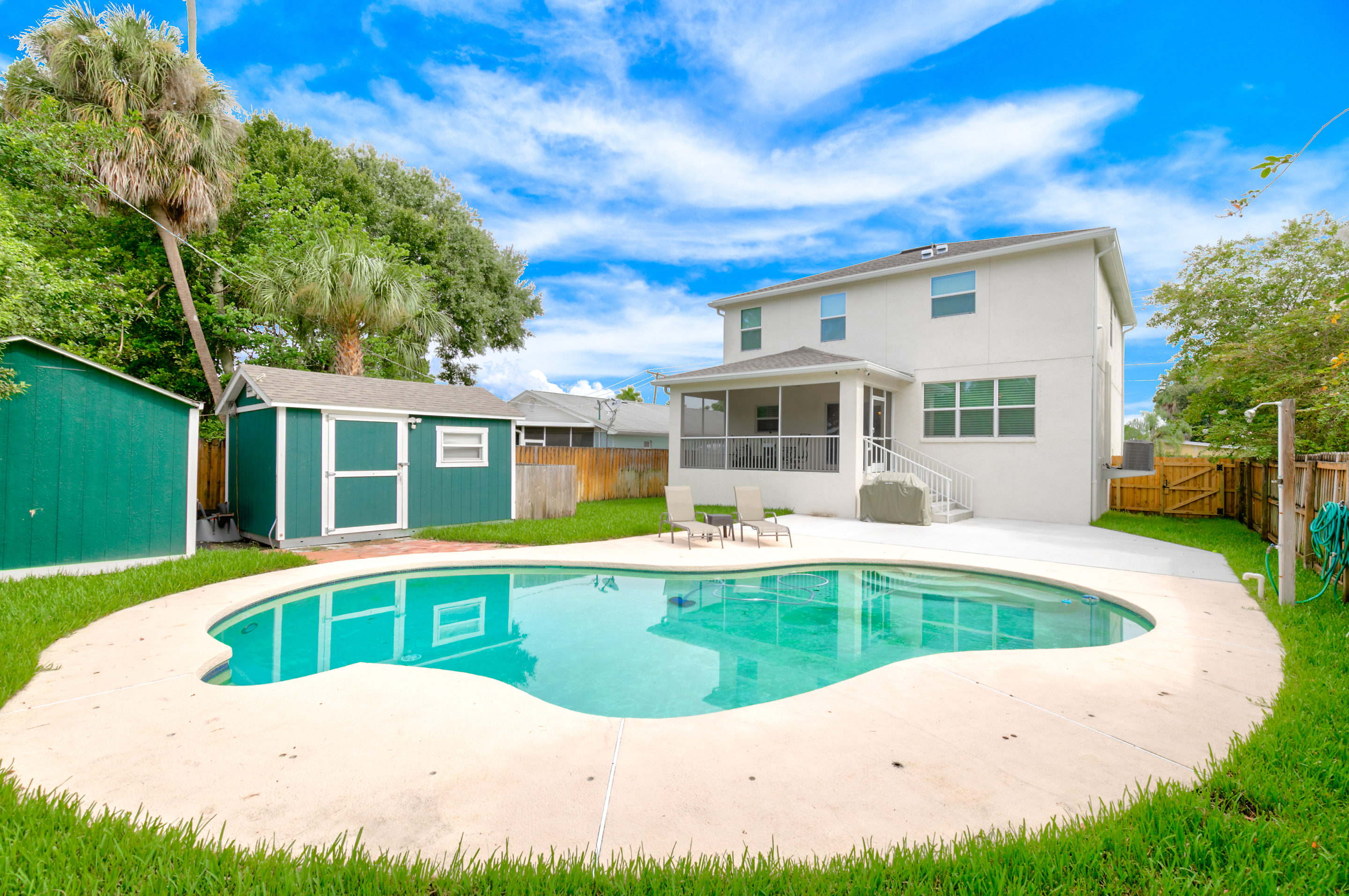 Beautiful-Pool-with-Plenty-of-Outdoor-Space-406-Chippewa-Ave-Davis-Islands
