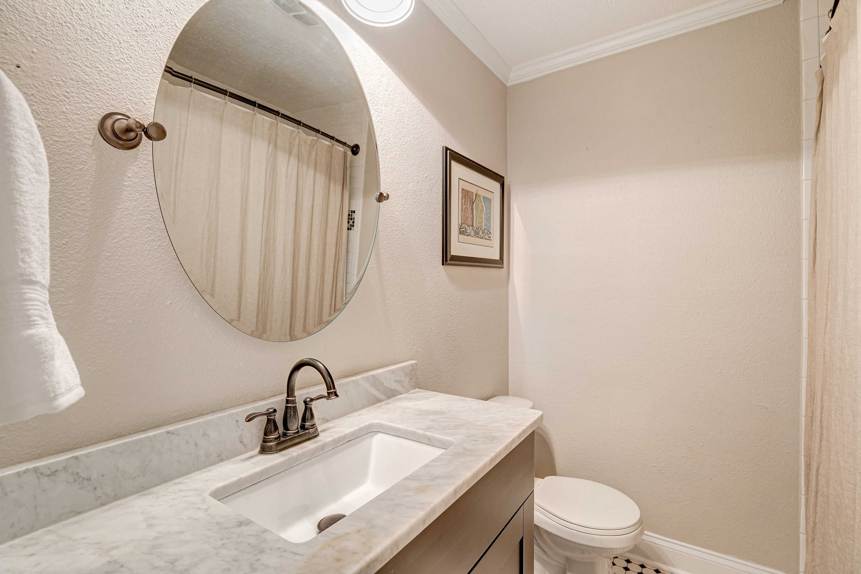 Guest-Bathroom-409-Erie-Davis-Islands-Cristan-Fadal