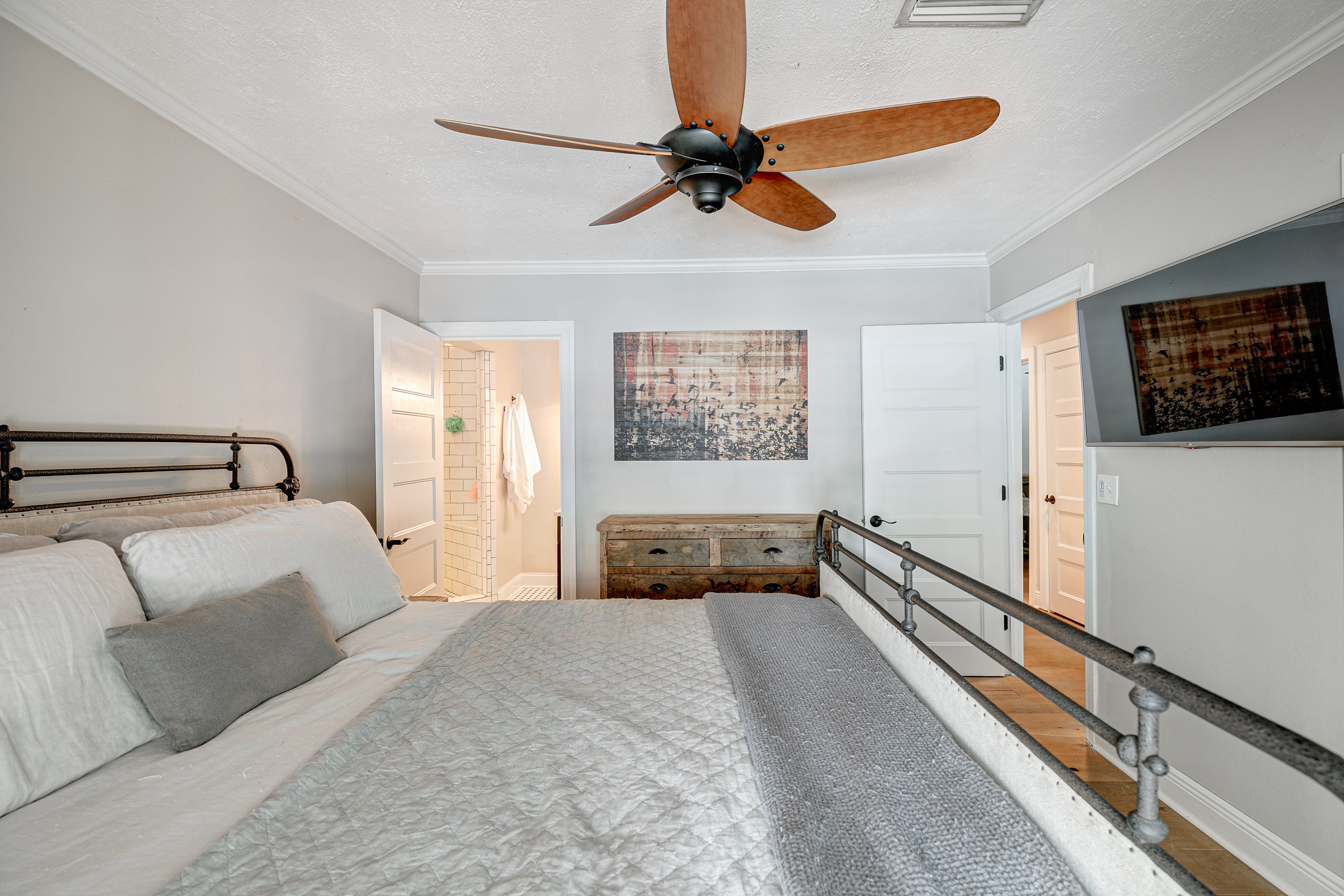 Master-Bedroom-Suite-at-409-Erie