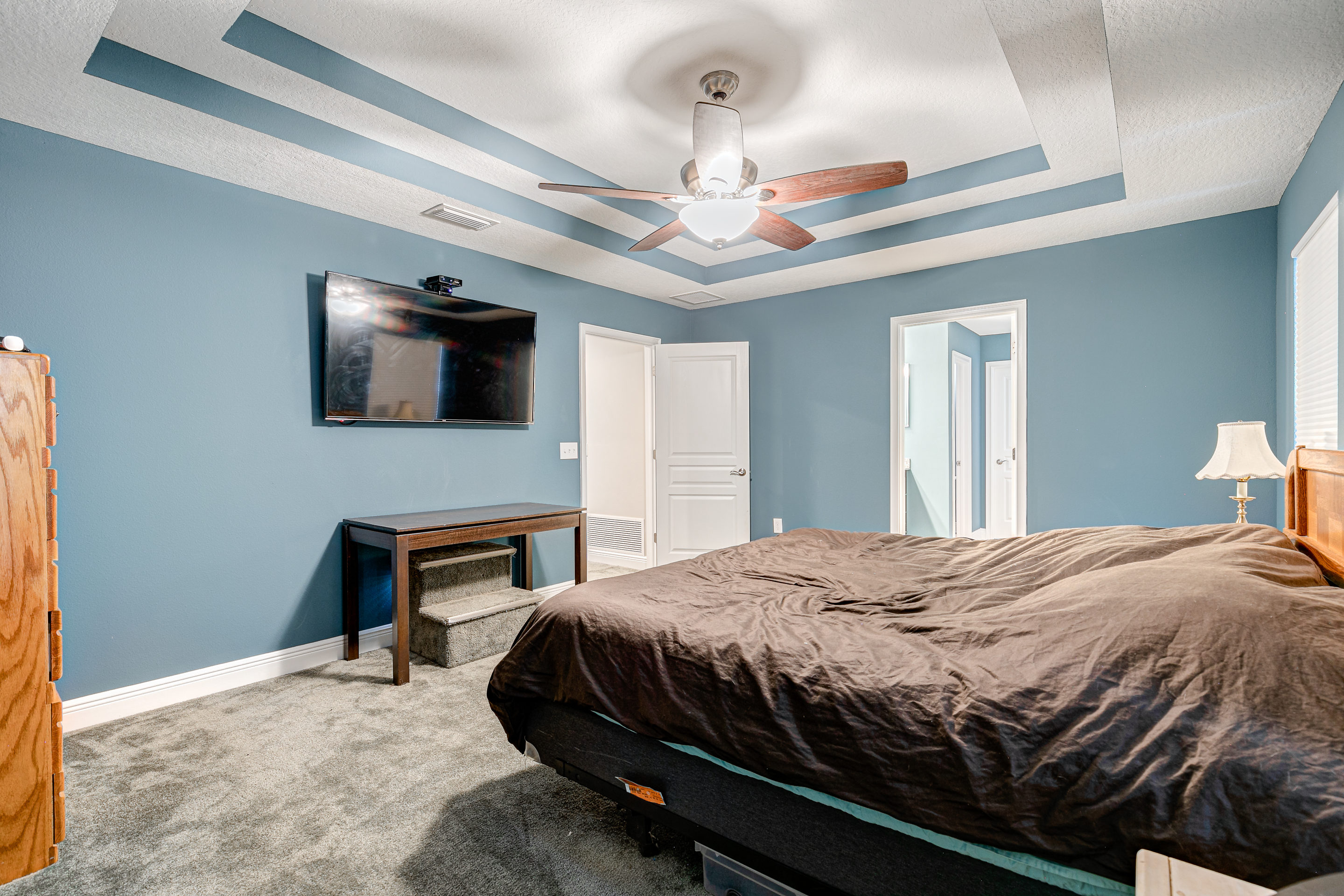 Master-Suite-that-is-expansive-at-406-Chippewa-Davis-Islands-Home-for-Sale